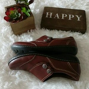 Clark's Bendable Leather loafers size 8